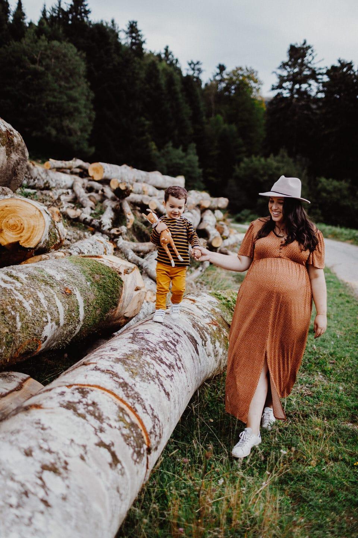 Dans les Pyrénées une Séance maternité à Luchon   Remember Happiness Photographie