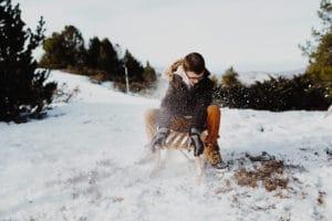 Mina à la neige une Séance famille à Pyrénées | Remember Happiness Photographie
