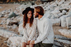 Sur une plage de Guéthary une Séance couple à Pays Basque | Remember Happiness Photographie