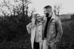 Laura + Cyril une Séance couple à Aubrac | Remember Happiness Photographie