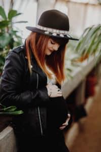 Dans les serres une Séance maternité à Toulouse | Remember Happiness Photographie