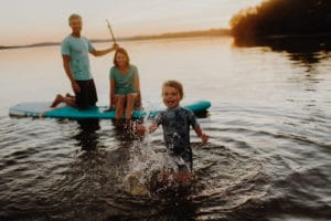Paddle au coucher du soleil une Séance Famille à Landes   Remember Happiness Photographie